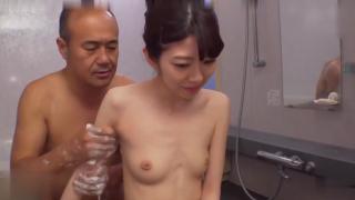 Phim sex bố chồng loạn luân với con dâu trong nhà tắm