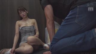 Hiếp dâm các em gái trong thang máy